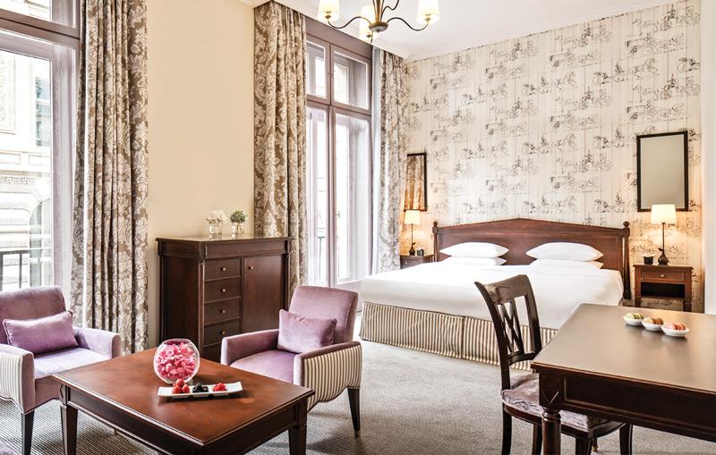 Интерьеры номеров в HÔtel du Louvrе создавали лучшие французские дизайнеры.