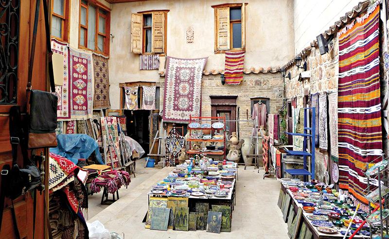 Сегодня в Денизли можно купить ткани и ковры с рисунками, которыми любовались красавицы древности.