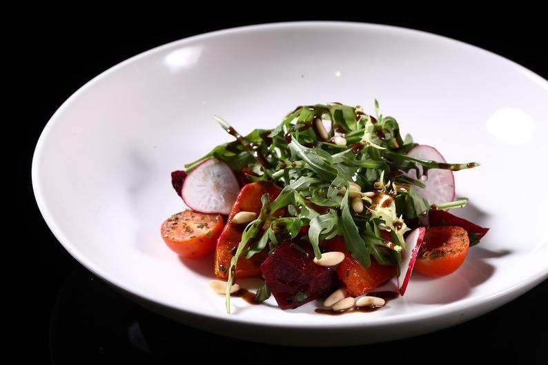 салат из тыквы и свеклы с арахисовой заправкой